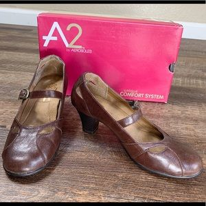 A2 by aerosols dark brown comfort heel in EUC